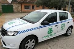 coche conserjes lateral Urbanización El Coto